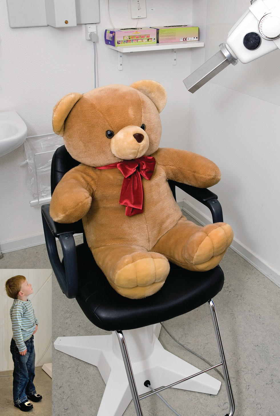 Photo displaying a teddy bear place on a chair, facing the head tube of the dental X-ray. Inset: Photo of a child looking up.